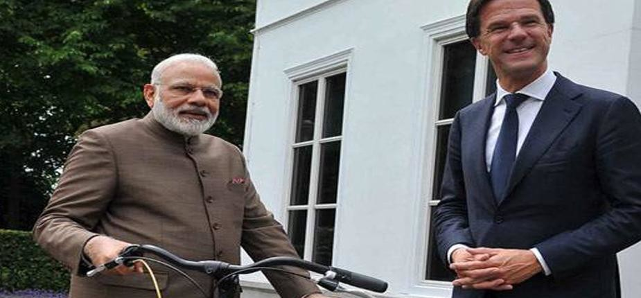 netherland's pm mark rutte gave bicycle to pm modi