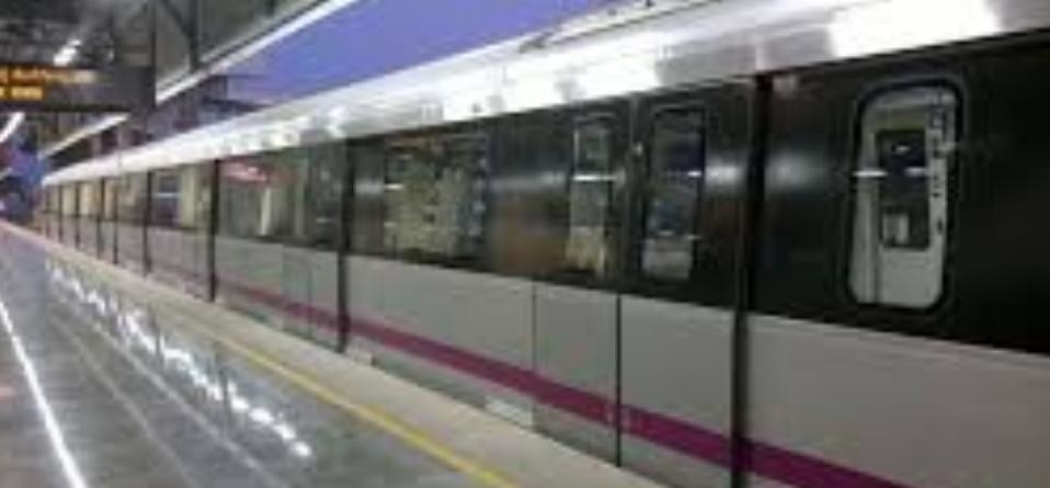 Bengaluru metro workers thrashed a police officer yesterday, metro services stopped temporarily