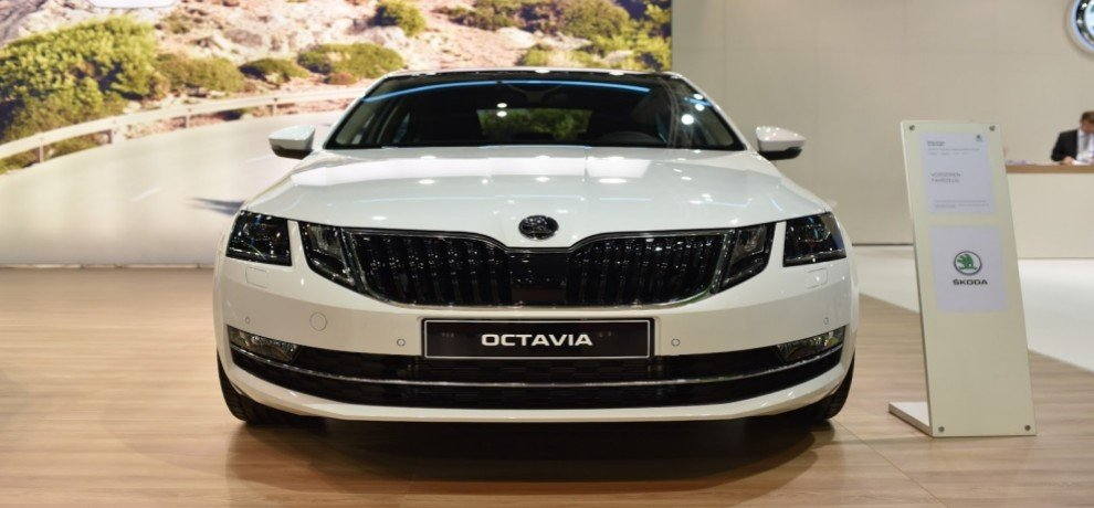 skoda launched Octavia Facelift 2017 in india at 15.49 lakh rupees