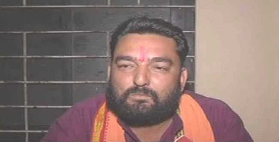 bajrang dal leader released from the police station by their activist