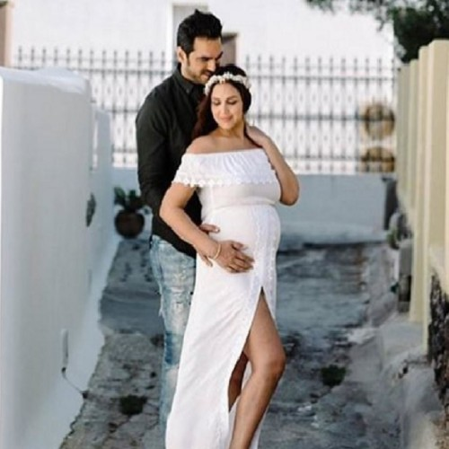 Esha Deol Maternity Photoshoot In Greece, look at the pictures