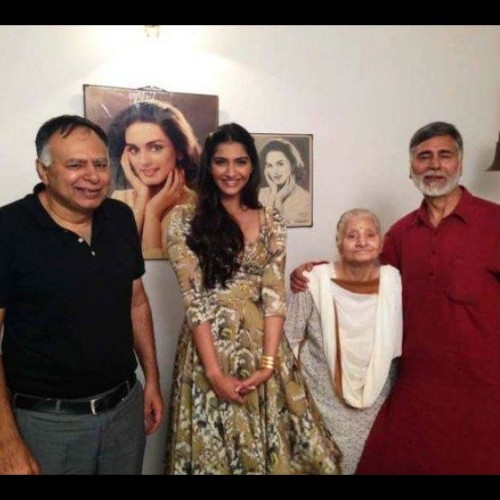 iifa award to sonam kapoor starr neerja movie, bhanot family interview