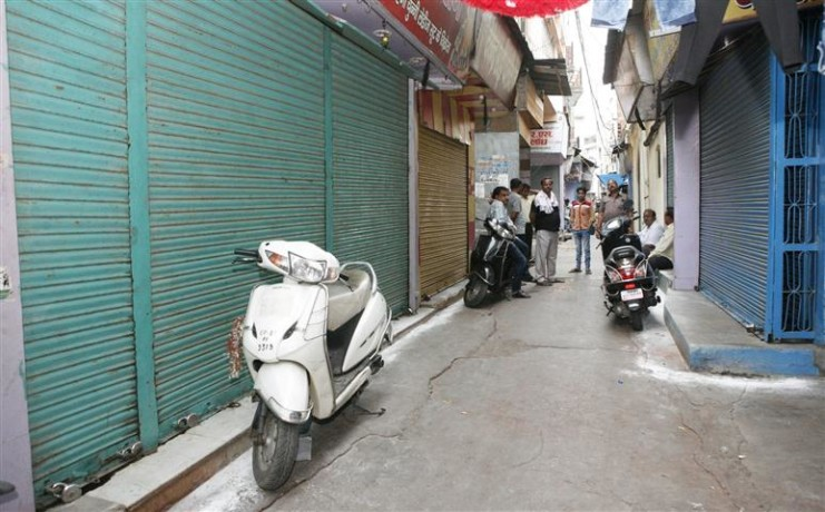 Cloth shops closed, protest against GST