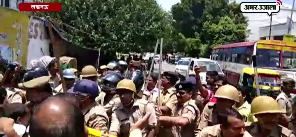 TEACHER PROTEST FOR SALARY HIKE IN LUCKNOW