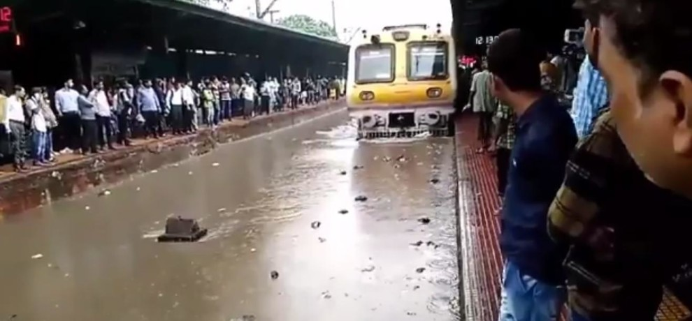 People Are Troubled Due To Heavy Rain fall In Gujarat and Mumbai