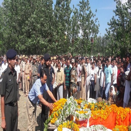 martyr Jayadrath funeral ceremony the villagers did the salutation, see photos