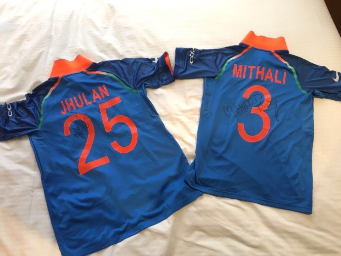 mithali raj and jhulan goswami donate match jersey to lords Cricket museum