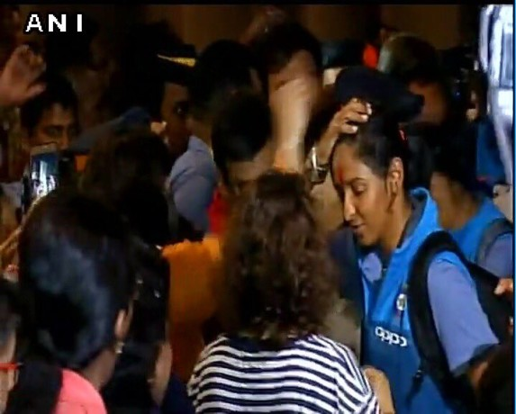 women indian cricket team arrives india after icc world cup