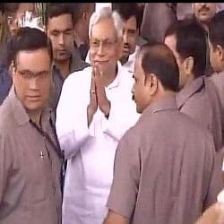 LIVE: बिहार असेंबली में जबरदस्त हंगामा, सीएम नीतीश कुमार ने पेश किया बहुमत का प्रस्ताव
