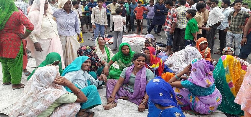 Seven died in two accidents, truck crushes mother-daughter Samte three