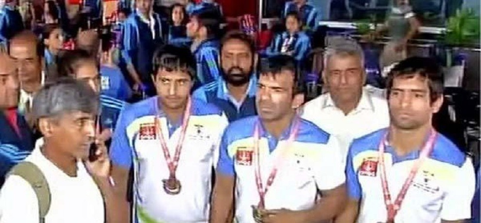def olympic players furiate after ignored by sports ministry at airport