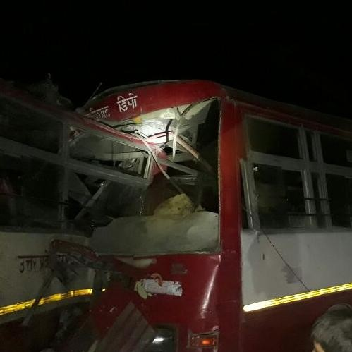 massive accident of two roadways bus at azamgarh