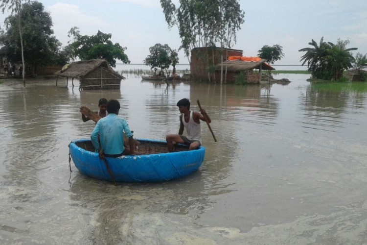 pics of flood in districts of Uttar Pradesh.