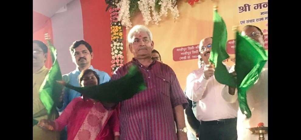 Manoj Sinha launches new train for Delhi, gift to Ghazipur