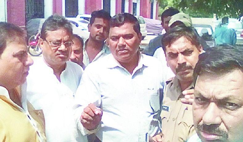 said drug inspector, commit 10 lakh thagi