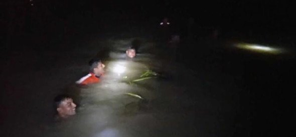 NDRF team rescues 15 people as boat capsizes in Sitamarhi district of bihar
