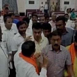 महाराष्ट्र में वंदे मातरम पर AIMIM के पार्षदों से भिड़े BJP-शिवसेना के नेता, 3 पार्षद सस्पेंड