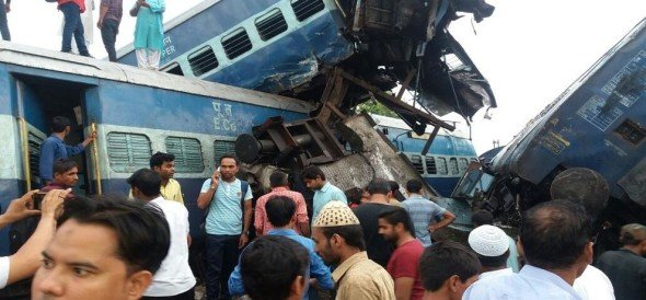 Puri Express going from Delhi to Haridwar was overturned, rescue work started