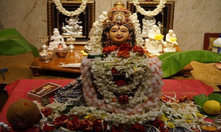 know tips about how to bless laxmi in house