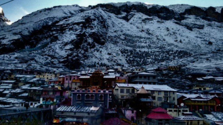 snowfall in badrinath and hemkund sahib in october