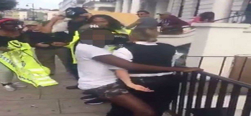 In Notting Hill Carnival man assaulting woman officer, video viral