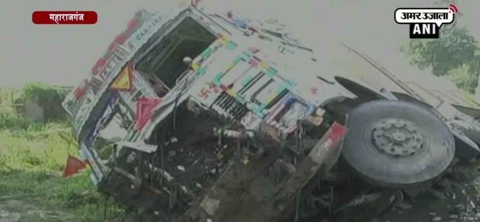Eight died in collision between a tanker and a car in Maharajganj