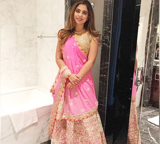 mukesh ambani daughter isha ambani make her bolllywood debut with akshay kumar