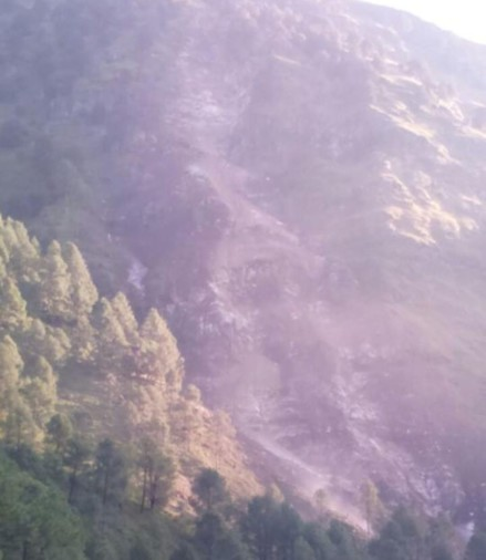 Geologists afraid for landslide on yamunotri highway