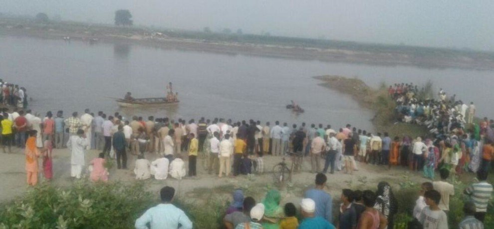 Baghpat: many people dead after a boat carrying over 24 people capsized in Yamuna river