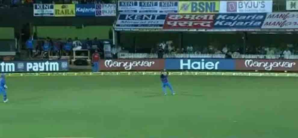 jasprit Bumrah takes a stunner running back to dismiss Steve Smith