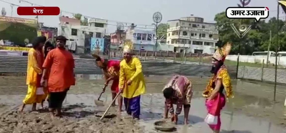 THE CHARACTERS OF RAMLEELA START CLEANInG GORUND IN MEERUT