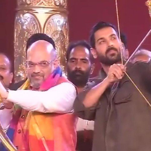 see in picture pm modi, amit shah and president kovind celebrate dussehra