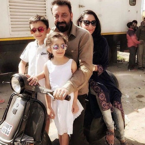 sanjay dutt played badminton with children on the set