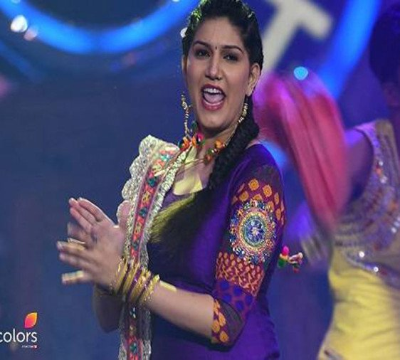 bigg boss 11 popular contestant sapna chaudhary dance with salman khan