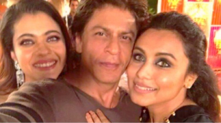 Shah Rukh Khan shared his broad face Selfie on twitter