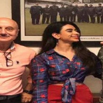 Team india former captain spent time with actress soundarya sharma and anupam kher in ranchi