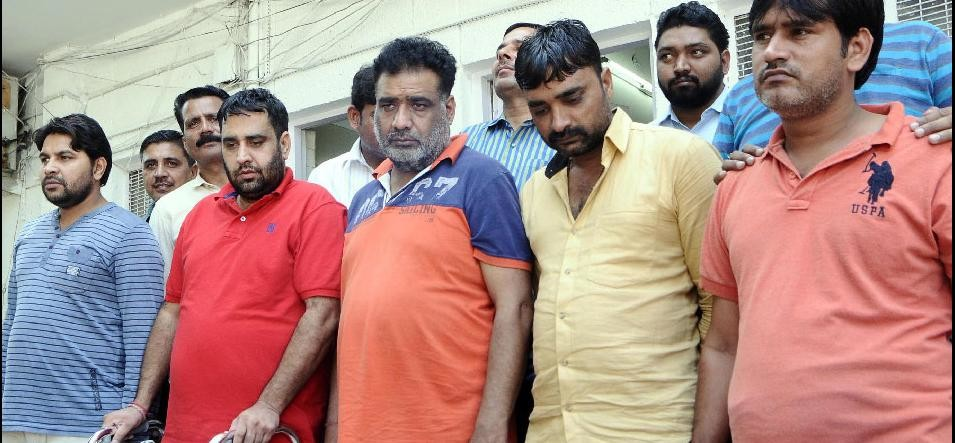 gang of car thieves busted who sell vehicles by a making a company in delhi