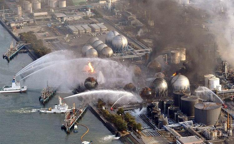 Khaskhabar/जापान (Japan) ने फुकुशिमा परमाणु स्टेशन (Fukushima) से 10 लाख टन से अधिक रेडियोएक्टिव पानी समुद्र में छोड़ने की योजना बनाई है. सरकार ने मंगलवार को यह जानकारी दी. हालांकि जापानी सरकार के इस फैसले से दक्षिण कोरिया नाराज हो सकता है. परमाणु आपदा के एक दशक से अधिक समय बाद यह कदम फुकुशिमा में मछली