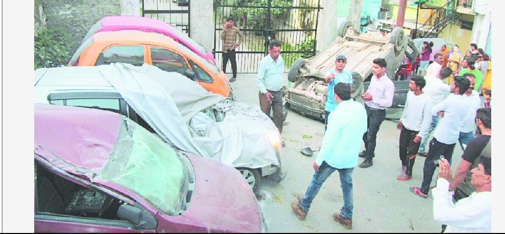 car crushed two people in chamba