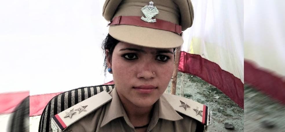 poonam rawat become four hours Police station incharge in uttarkashi