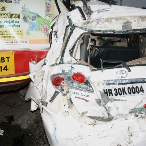 Horrible photos of accident between four Vehicles in dehradun