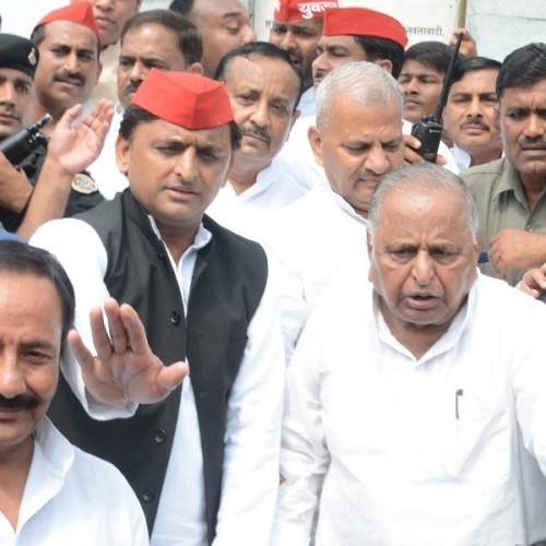 mulayam singh yadav says there is no fight in my family.