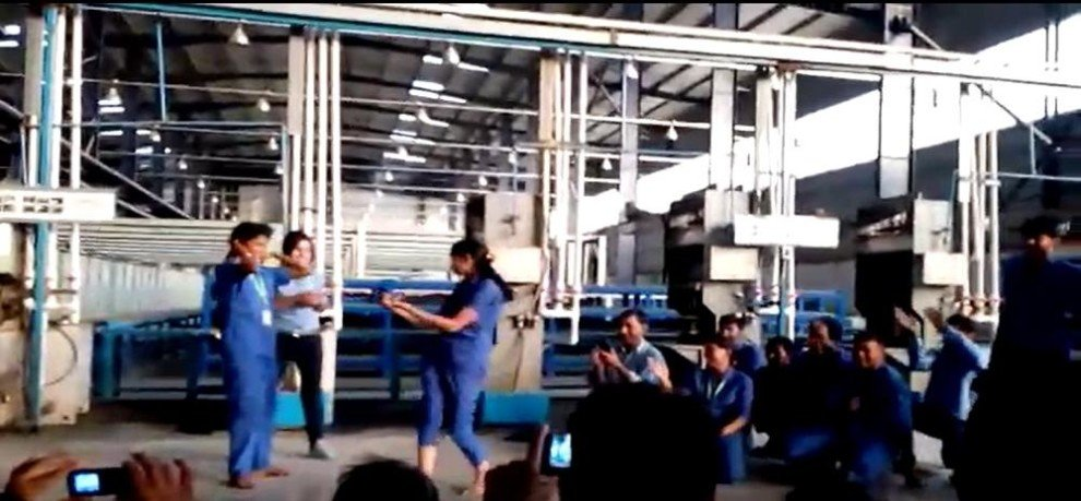 factory employee dance video viral from bhiwadi