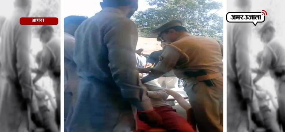 POLICE BEATS YOUNG BOY IN AGRA