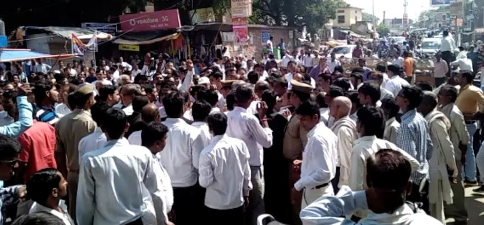 Ruckus and protest by Advocates in unnao