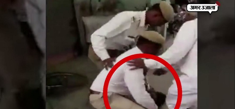 UP TRAFFIC POLICE BEATEN MAN ON ROAD DURING VEHICLE CHECKING ON SAHARANPUR