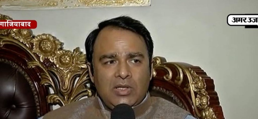 SANGEET SOM ISSUES CONTROVERSIAL STATEMENT ON ON TAJ MAHAL AND MUGHAL EMPERORS