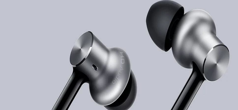 5 Branded earphone with mic under Rs 900