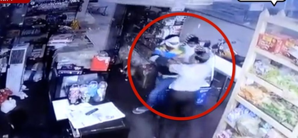 WATCH VIDEO TO LOOT WHICH HAS BEEN FOILED DUE TO SHOPKEEPER BRAVERY IN GURUGRAM