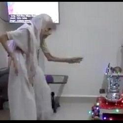 दिवालीः 97 की उम्र में गरबा पर थिरकीं पीएम मोदी की मां हीराबेन, वीडियो